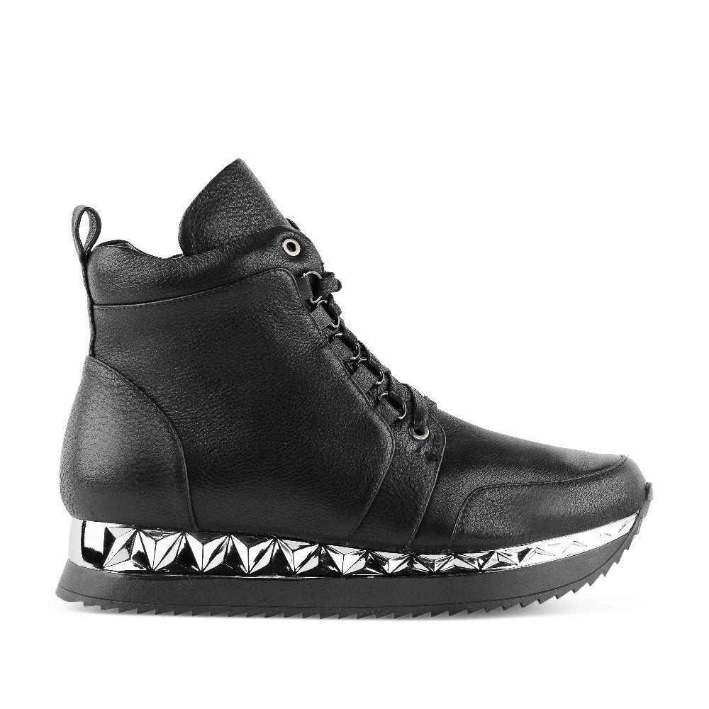 Кроссовки из кожи черного цвета на высокой подошве