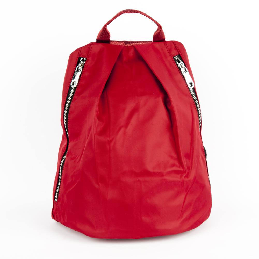 Рюкзак красного цвета из текстиляРюкзак<br><br>Материал верха: Текстиль<br>Материал подкладки: Текстиль<br>Цвет: Красный<br>Дизайн: Италия<br>Страна производства: Китай<br><br>Материал верха: Текстиль<br>Материал подкладки: Текстиль<br>Цвет: Красный<br>Пол: Женский<br>Размер: Без размера