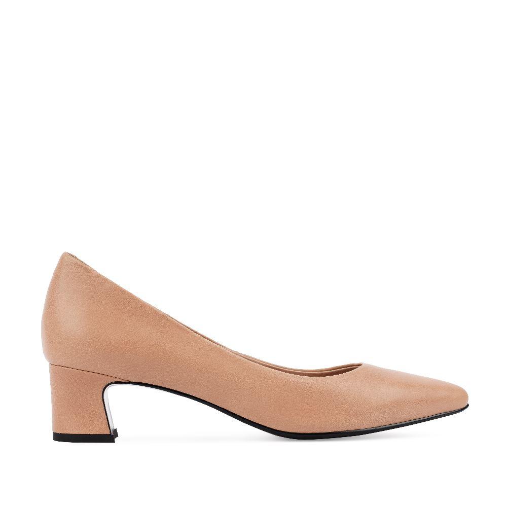 Туфли из кожи бежевого цвета на устойчивом каблуке
