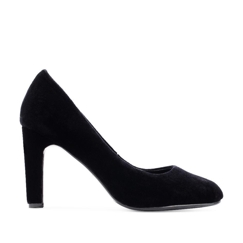 Туфли из бархата черного цвета