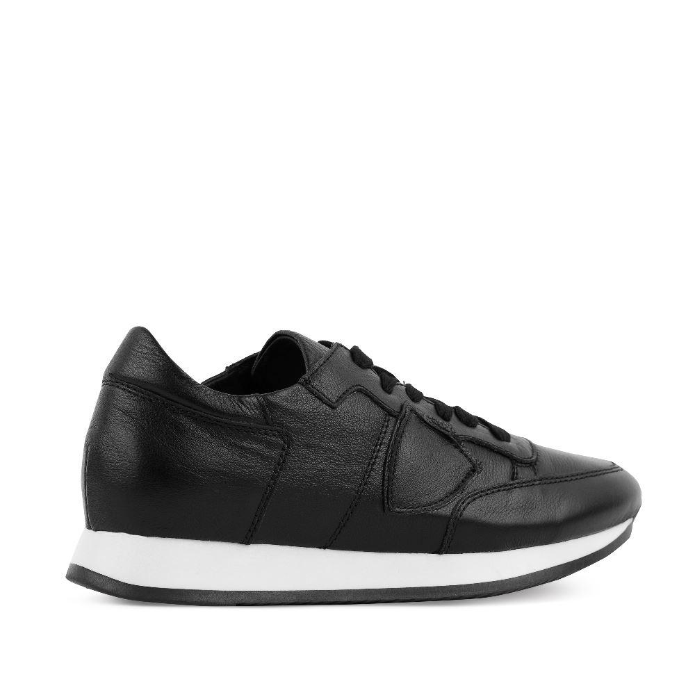 Кроссовки черного цвета из кожи на высокой подошве