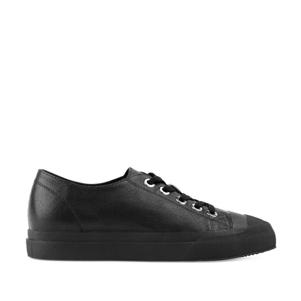 Кеды из кожи черного цвета на шнуровкеПолуботинки комфорт<br><br>Материал верха: Кожа<br>Материал подкладки: Кожа<br>Материал подошвы: Полиуретан<br>Цвет: Черный<br>Высота каблука: 2 см<br>Дизайн: Италия<br>Страна производства: Китай<br><br>Высота каблука: 2 см<br>Материал верха: Кожа<br>Материал подкладки: Кожа<br>Цвет: Черный<br>Пол: Женский<br>Размер: 38