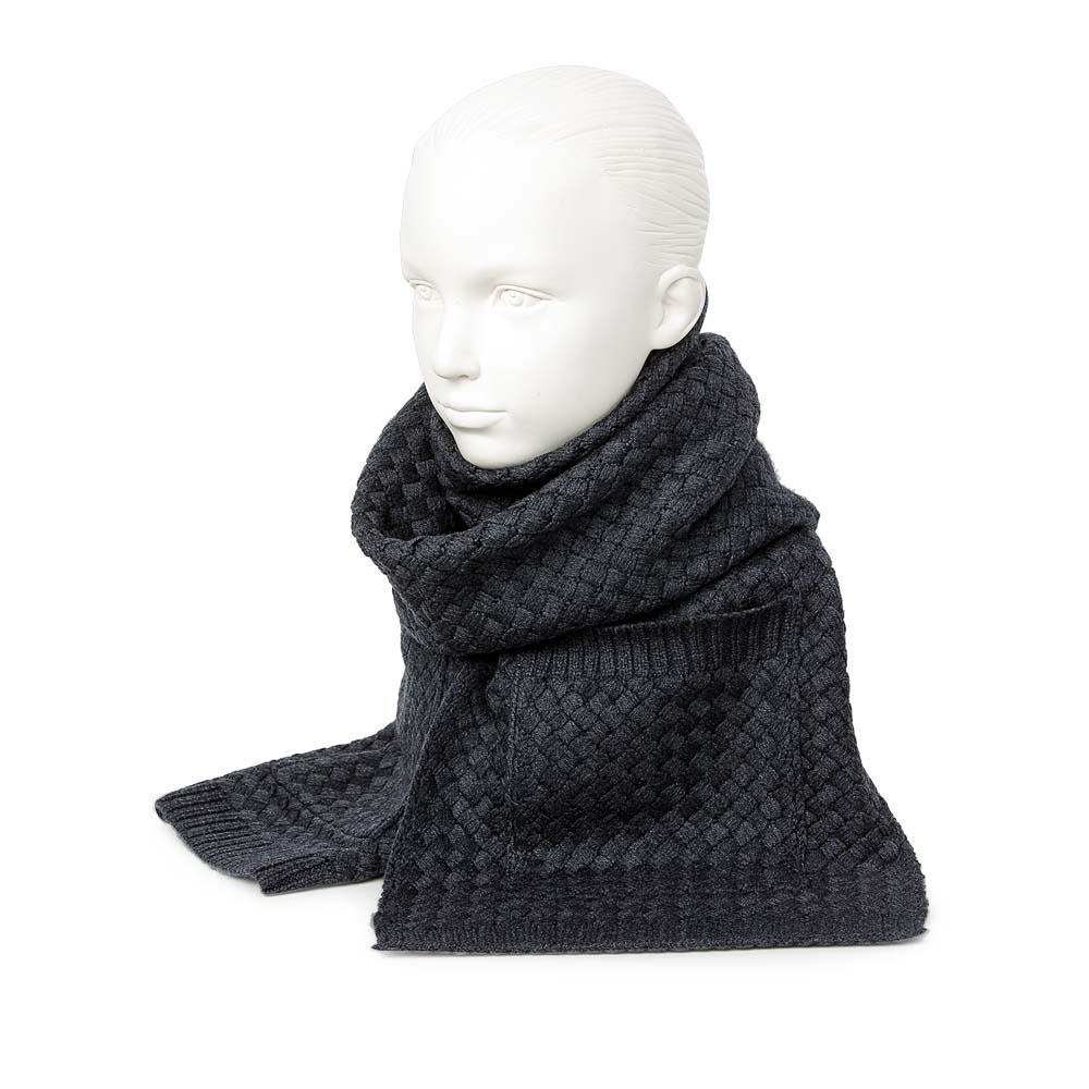 Объемный шарф темно-серого цвета с плетеным узором