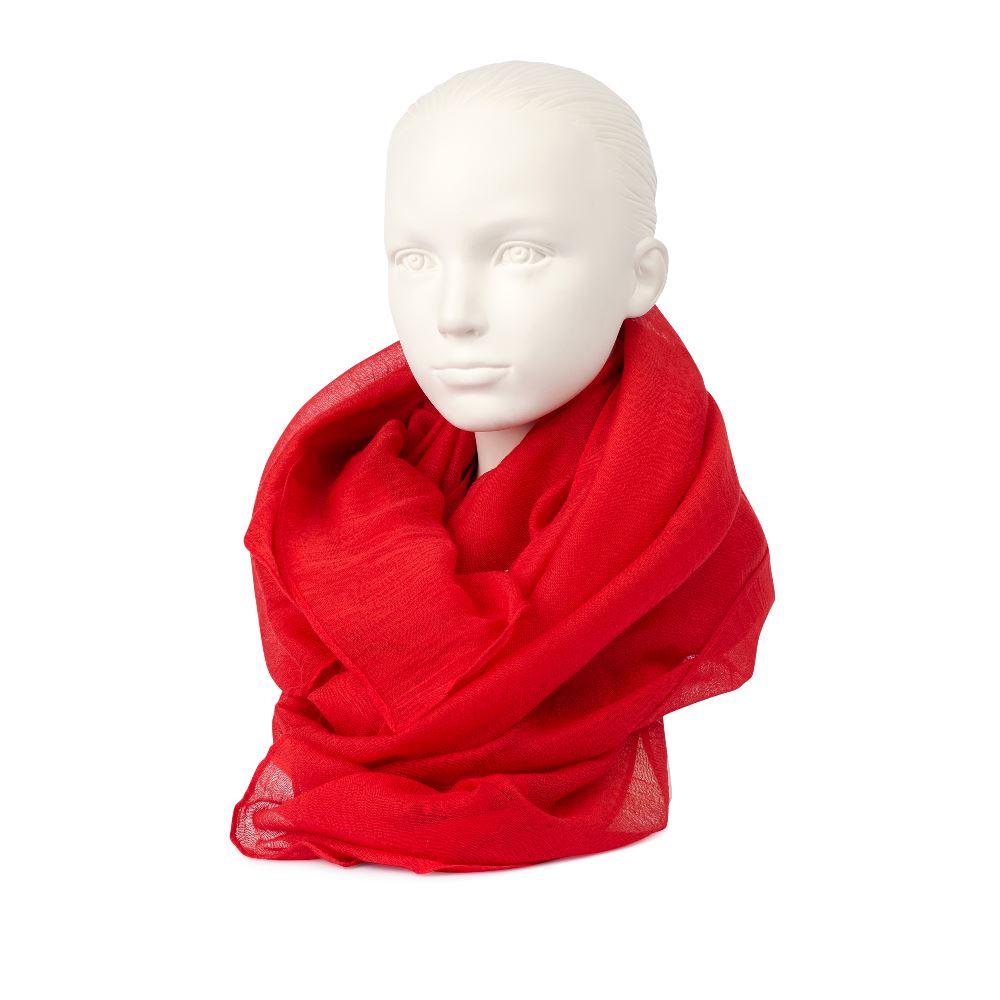 Шарф красного цвета