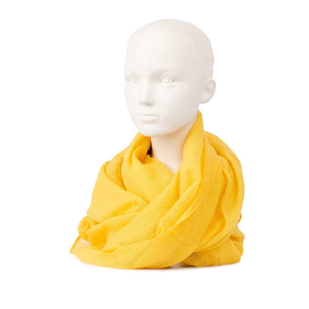 Шарф желтого цвета