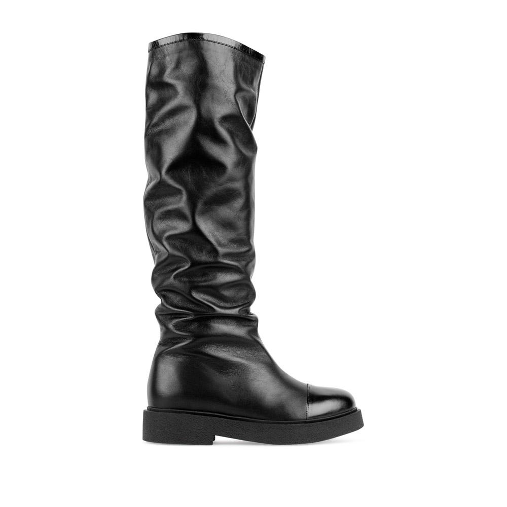 Сапоги из кожи черного цвета на низком каблукеСапоги<br><br>Материал верха: Кожа<br>Материал подкладки: Текстиль<br>Материал подошвы: Полиуретан<br>Цвет: Черный<br>Высота каблука: 3 см<br>Дизайн: Италия<br>Страна производства: Китай<br><br>Высота каблука: 3 см<br>Материал верха: Кожа<br>Материал подкладки: Текстиль<br>Цвет: Черный<br>Пол: Женский<br>Размер обуви: 39