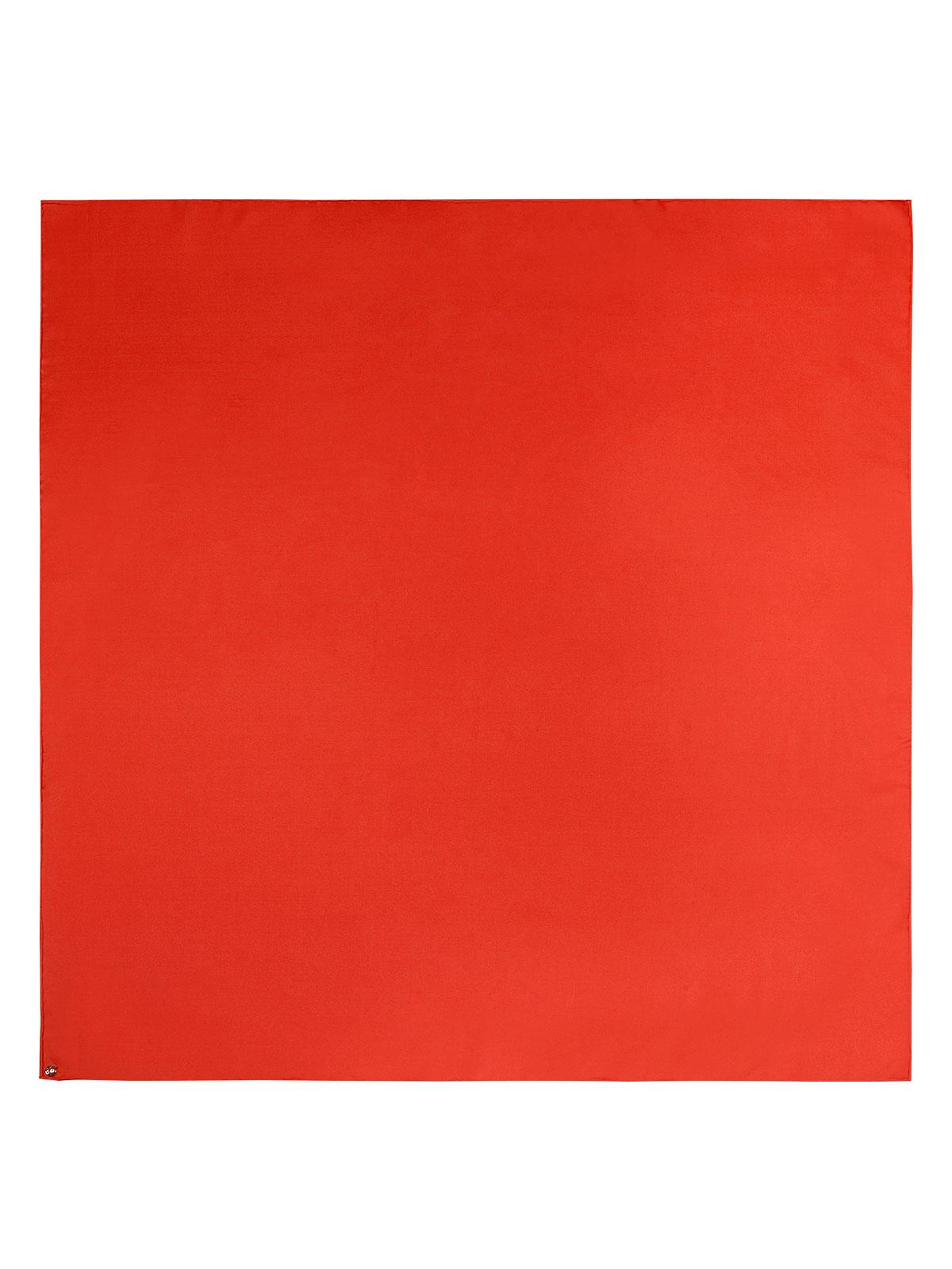Шарф из шелка красного цвета