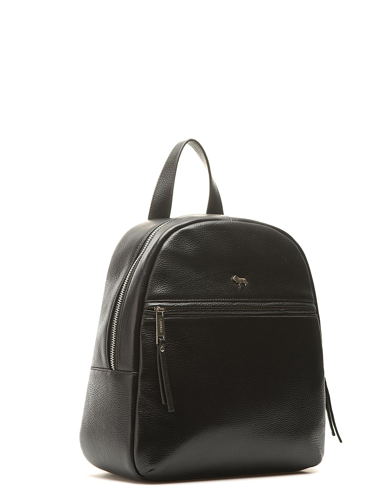 Рюкзак черного цвета из кожи на молнииСумки<br><br>Материал верха: Кожа<br>Материал подкладки: Кожа<br>Цвет: Черный<br>Размер: 26х9х29<br>Дизайн: Италия<br>Страна производства: Китай<br><br>Материал верха: Кожа<br>Материал подкладки: Кожа<br>Цвет: Черный<br>Пол: Женский<br>Размер: Без размера