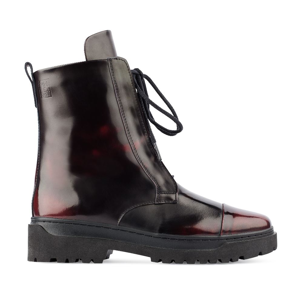 Ботинки из лакированной кожи бордового цвета на шнуровке