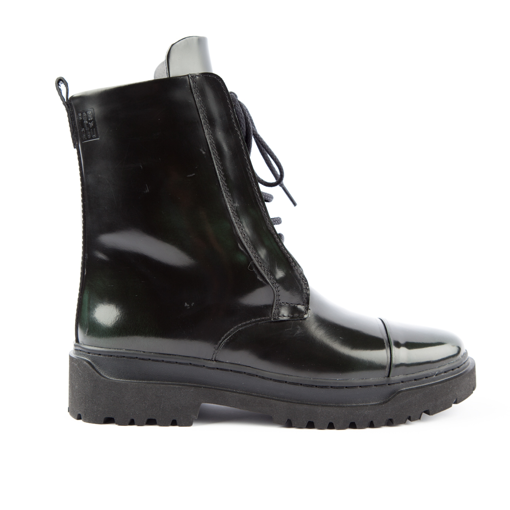 Высокие ботинки из лакированной кожи зелёного цвета на шнуровке